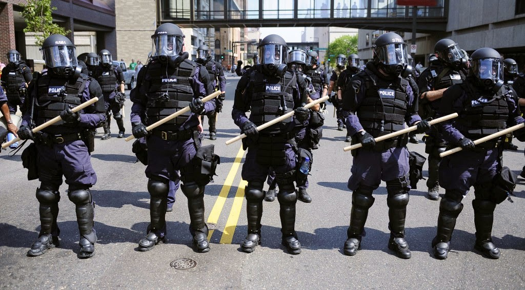 Police-in-riot-gear-1024x566